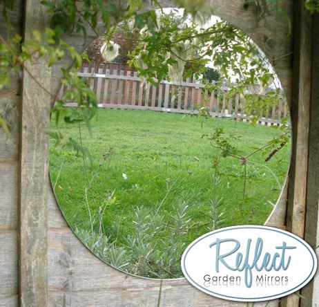 miroir de jardin circulaire en acrylique reflect. Black Bedroom Furniture Sets. Home Design Ideas