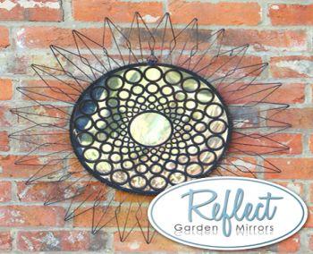miroir de jardin en acrylique tournesol et cadre en m tal 64 99. Black Bedroom Furniture Sets. Home Design Ideas