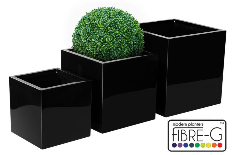 Grand cache pot cubique fibre de verre noir 214 99 for Grand cache pot exterieur