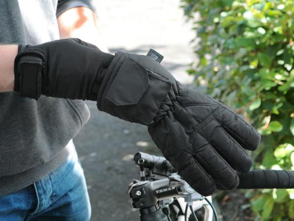 a5c1f7c757f5a Sous-Gants Chauffants Dual Fuel à Piles (Parfait pour le faire du Vélo et  Courir) - Warmawear™