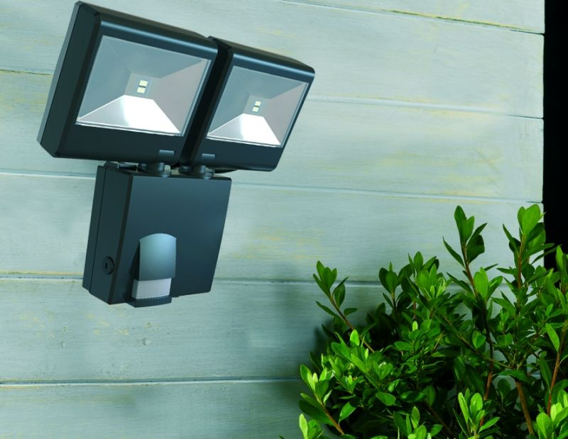 lampe de s curit double projecteur avec d tecteur de. Black Bedroom Furniture Sets. Home Design Ideas