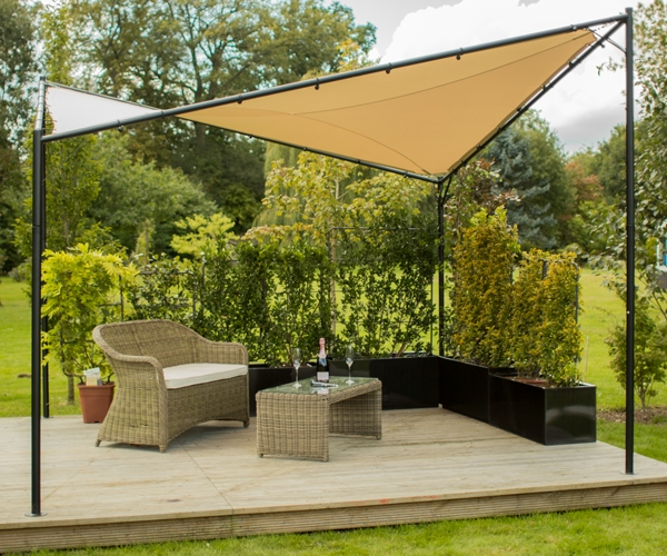 pergola kookaburra avec voile d 39 ombrage carr sable etanche structure et kit de fixation. Black Bedroom Furniture Sets. Home Design Ideas