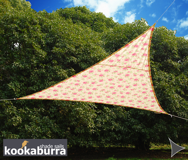 Voile d 39 ombrage ivoire motif rose triangle rectangle 4 2m imperm able 160g m2 kookaburra - Voile ombrage triangle rectangle ...
